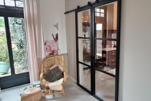 Houten deuren hangend - Hofsté Bouwdiensten